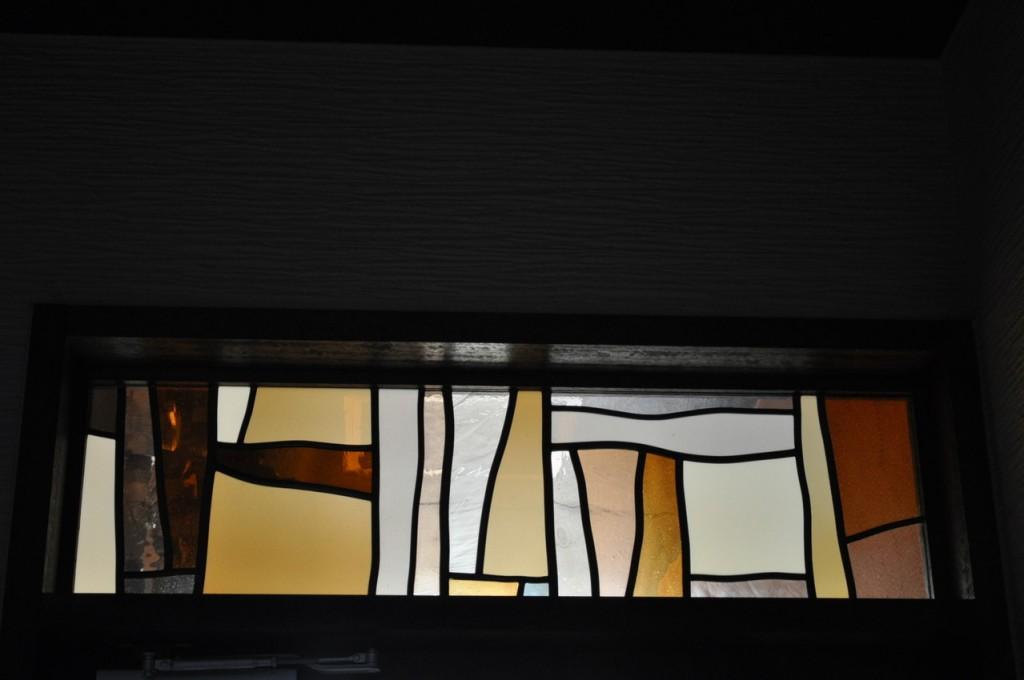 玄関アプローチステンドグラス