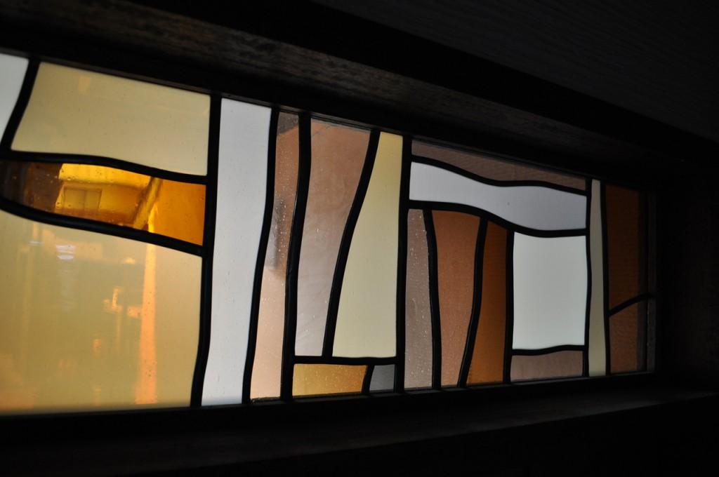 m邸-玄関アプローチステンドグラス-京都-3
