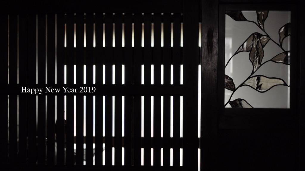 atelier mado 山崎まどか 神戸 ステンドグラス作家 建築 パネル作品 葉っぱ モノトーン デザイン